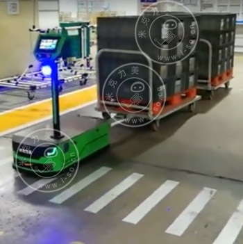 「苏州AGV案例」磁导航AGV牵引多个物料车应用